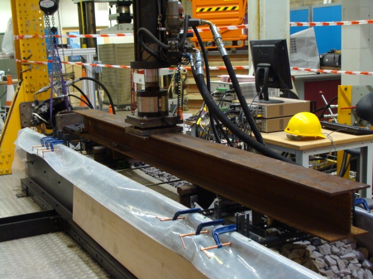 Figure 7 - UoS sleeper - ballast testing rig